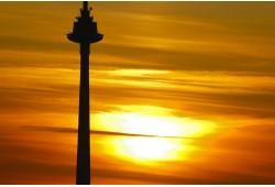 Romantiška vakarienė virš debesų Televizijos bokšto restorane