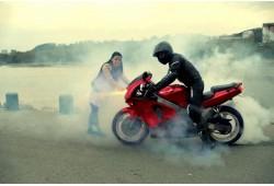 Pasivažinėjimas motociklu pašėlusiai merginai Kaune