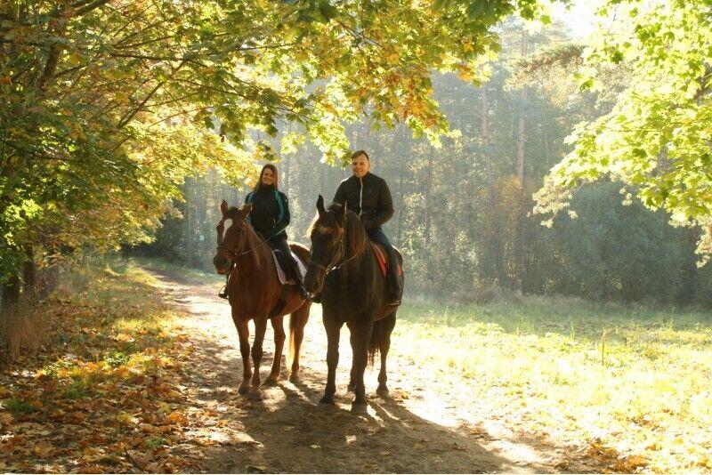Jodinėjimas žirgais 2 asmenims Rygos apylinkėse