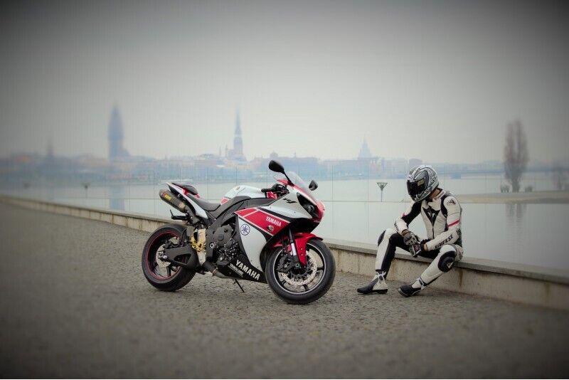 Pasivažinėjimas motociklu Rygos gatvėmis
