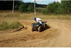 """Pasivažinėjimas keturračiu """"Motosafario"""" trasoje"""