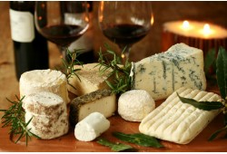 Sūrio ir vyno degustacija Vilniuje (2 asmenims)