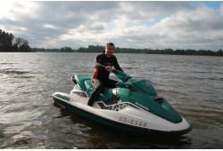 Brauciens ar ūdens motociklu