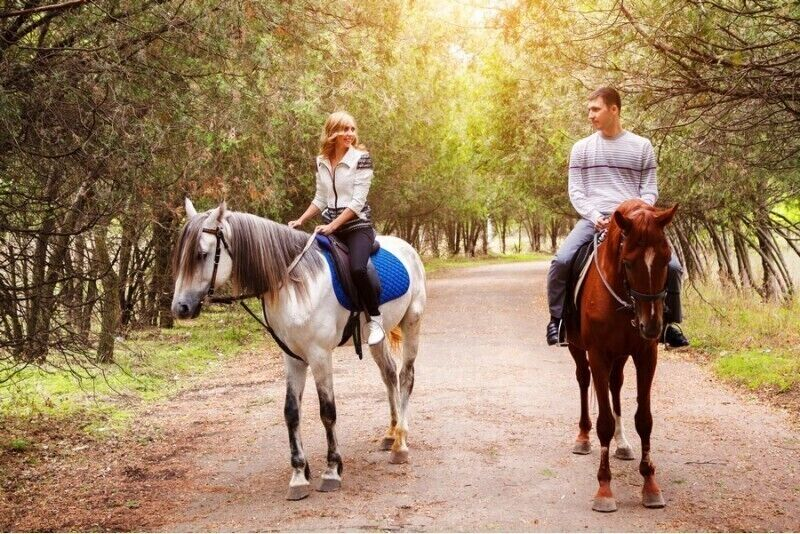 Jodinėjimas žirgais dviem netoli Rygos