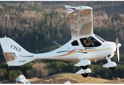 Įsimintinas skrydis virš Kauno su galimybe pasimokyti pilotuoti
