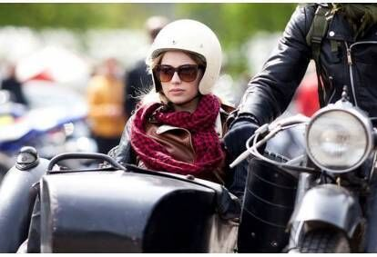 Pasivažinėjimas senoviniu motociklu lopšyje dviem Vilniuje