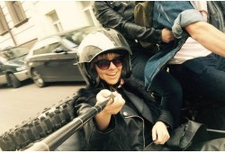 Pasivažinėjimas senoviniu motociklu lopšyje Vilniaus senamiesty