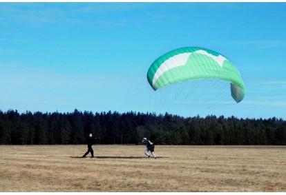 Vienos dienos parasparnio pilotavimo kursas
