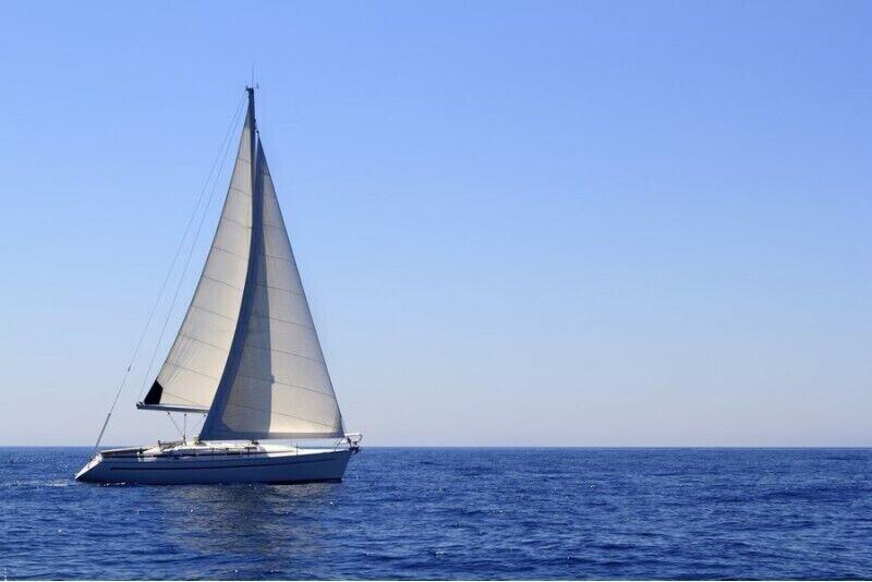 Pažintinis plaukimas jachta Kuršių mariose kompanijai