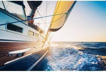 Pažintinis plaukimas jachta Kuršių mariose (2 asmenims)