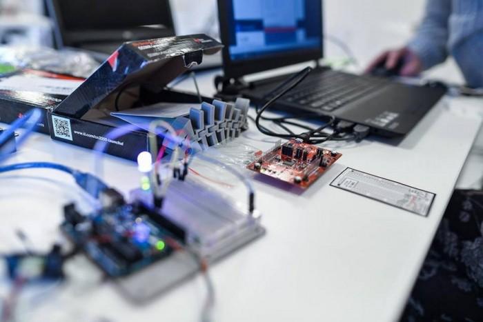 Sumo robotuko gamybos užsiėmimas Vilniuje