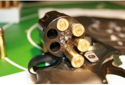 Ekstremalus šaudymas koviniais ginklais dviem