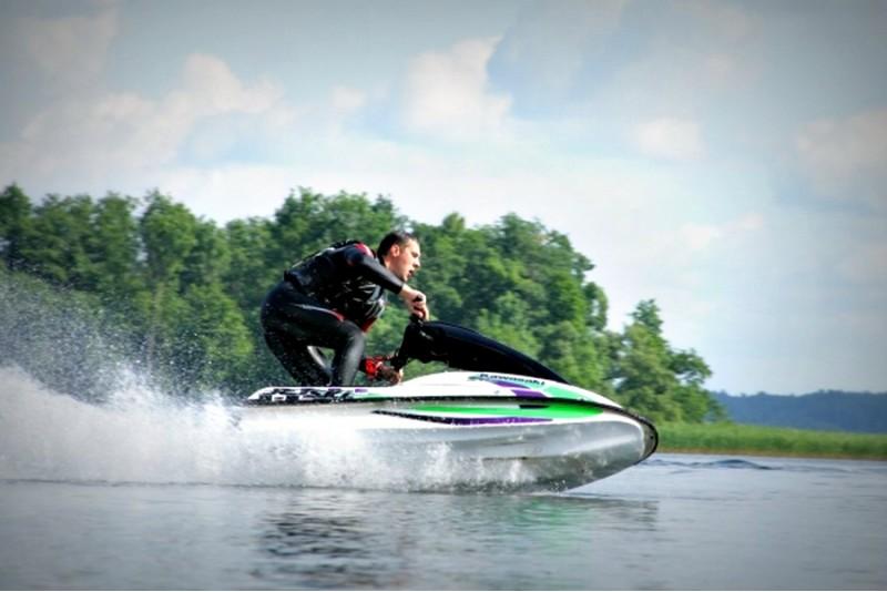 """Pasiplaukiojimas sportiniu vandens motociklu """"Kawasaki"""" (15 min.)"""