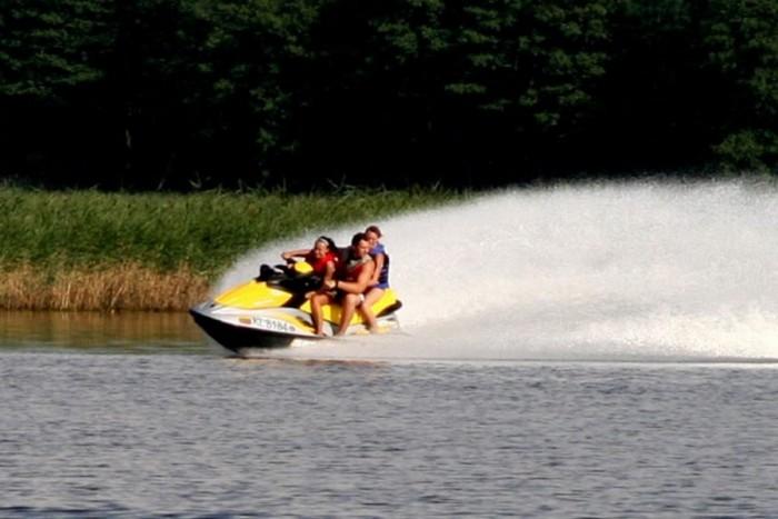 Pasiplaukiojimas triviečiu vandens motociklu (1 val.)