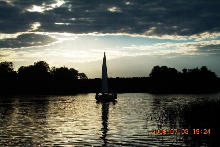 """Romantiškas pasiplaukiojimas jachta """"Žaltys"""" Trakuose"""