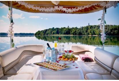 Romantiška vakarienė ir pasiplaukiojimas laivu Kaune