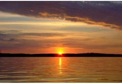 Saulės palydėjimas laive Kuršių mariose dviem