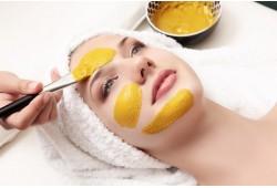 Atjauninanti veido procedūra su gyvačių nuodais