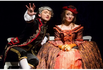 """Apsilankymas pasirinktame """"Užupio dramos teatro"""" spektaklyje dviem"""