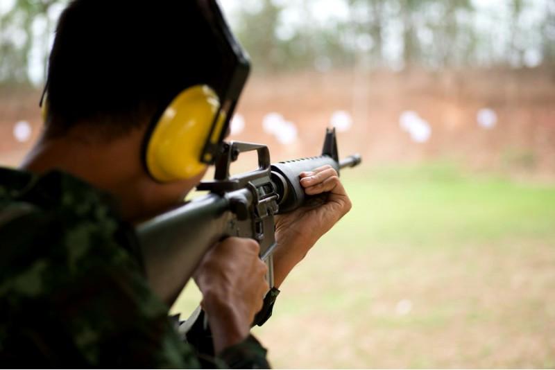 """Šaudymas į """"bėgantį šerną"""" ginklu Saiga 410 Šiauliuose"""
