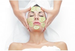 "Drėkinamoji  veido odos procedūra grožio salone ""Domini"""