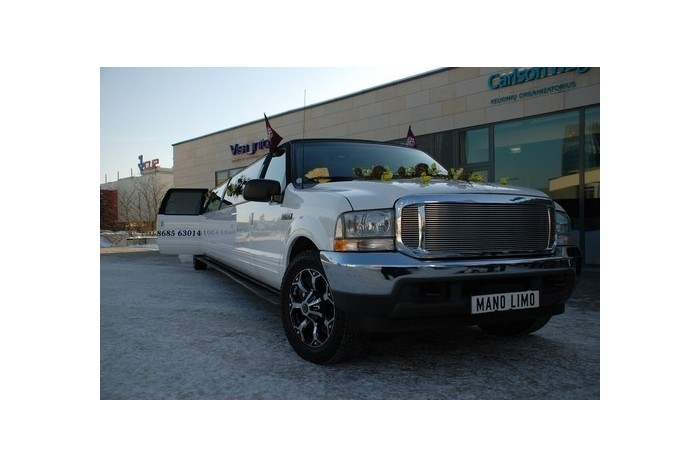 """Pasivažinėjimas su """"Ford Excursion"""" limuzinu Vilniuje"""