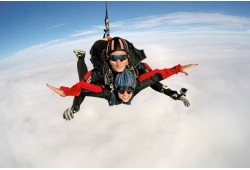 Šuolis dviviečiu parašiutu su instruktoriumi Marijampolėje