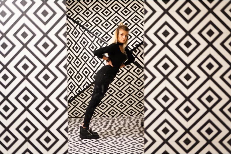 """Apsilankymas iliuzijų kambaryje """"Illusion Rooms"""" dviem Vilniuje"""
