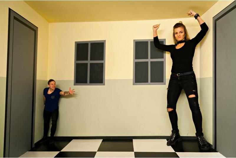 """Apsilankymas iliuzijų kambaryje """"Illusion Rooms"""" šeimai"""