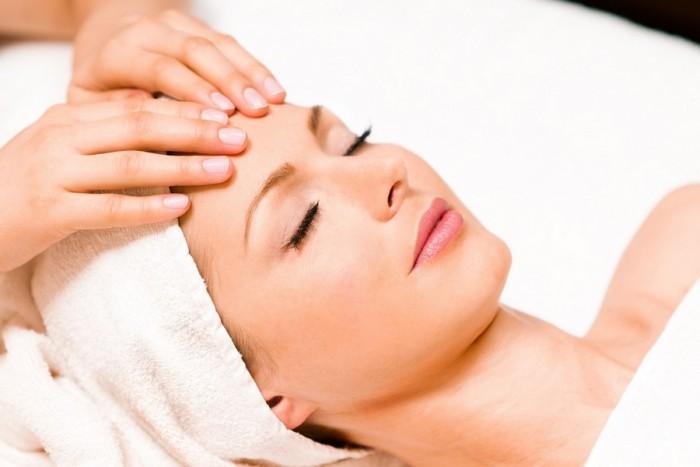 Klasikinis veido masažas su giluminiu šveitimu ir kauke