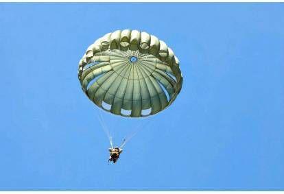 Šuolis apvaliu parašiutu Mažeikiuose