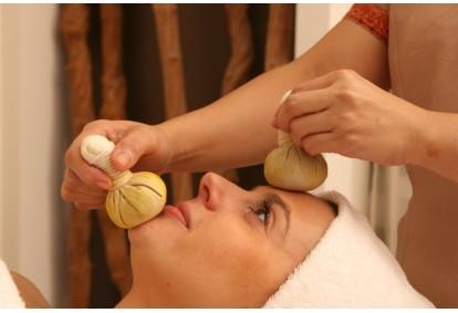 Tajų nugaros arba veido masažas su žolelių ryšulėliais