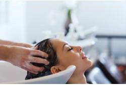 Modelinis plaukų kirpimas ir gydomoji procedūra Vilniuje