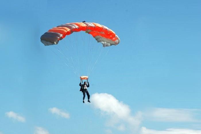 Šuolis sparno tipo parašiutu Marijampolėje