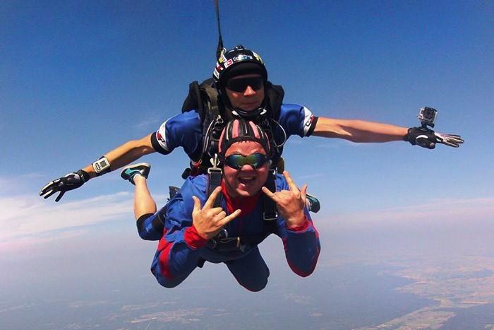 Šuolis dviviečiu parašiutu su instruktoriumi Sasnavos aerodrome