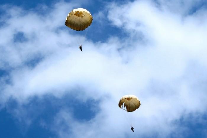 Šuolis apvaliu parašiutu Sasnavos aerodrome