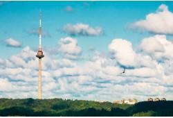 Prabangi vakarienė virš debesų TV bokšte 1 asmeniui