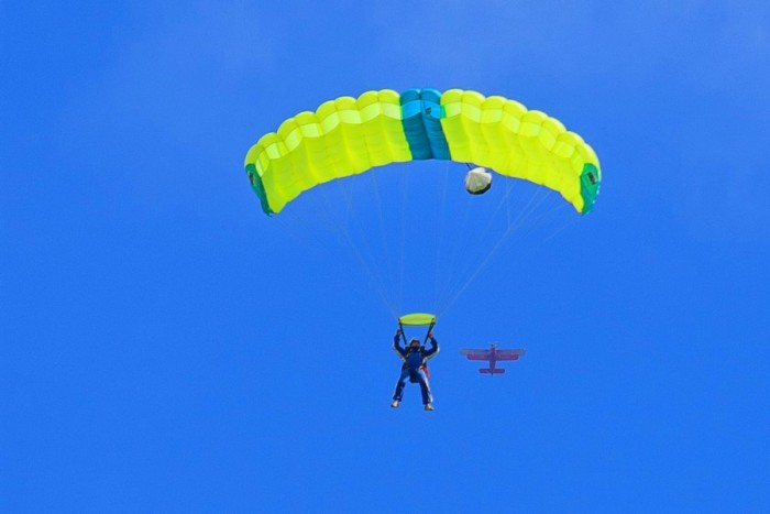 Šuolis sparno tipo parašiutu Šiauliuose