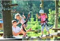 """Linksmybės medžiuose """"Taurų"""" nuotykių parke 4 asmenų šeimai"""
