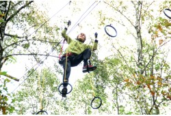"""Linksmybės medžiuose """"Taurų"""" nuotykių parke 1 asmeniui"""