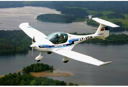 Skrydis virš Trakų pilies su galimybe pasimokyti pilotuoti