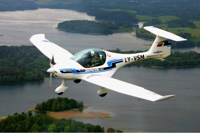 Lėktuvo pilotavimo pamoka virš Trakų pilies