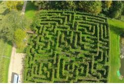 Klaidžiojimas po labirintų parką Anyksčiuose