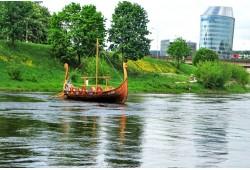 """Kelionė šeimai vikingų laivu """"Baltic Vikings"""" Vilniuje"""