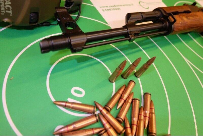 Ekstremalus šaudymas įvairiais koviniais ginklais Vilniuje (35 šūviai)