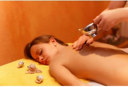 """Indiškas abjanga kūno masažas salone """"Aušros SPA namai"""""""