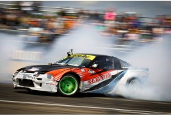 "Tapk drift pilotu su ""SIDE to SIDE Drift Team"""