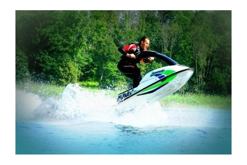 """Pasiplaukiojimas sportiniu vandens motociklu """"Kawasaki"""" (30 min.)"""