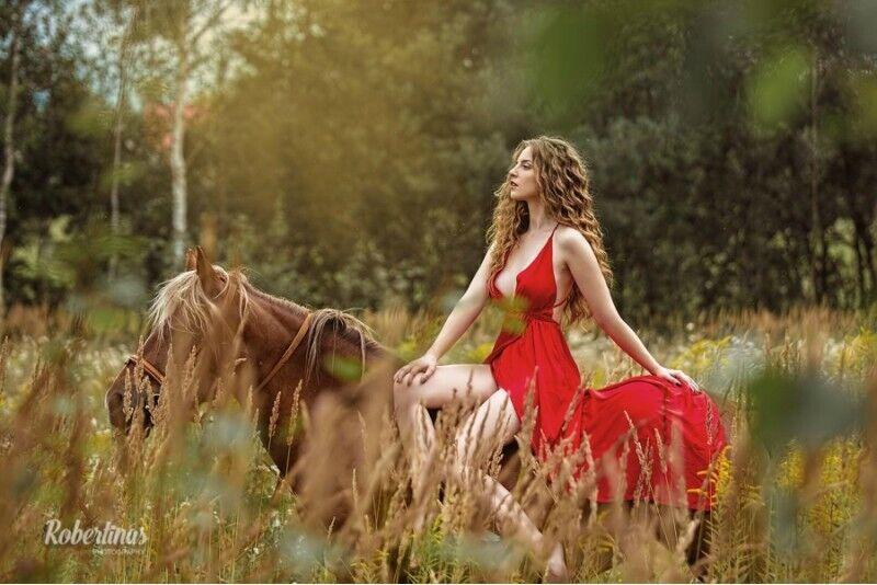 Įsimintina fotosesija su žirgu pasirinktoje vietoje Vilniuje
