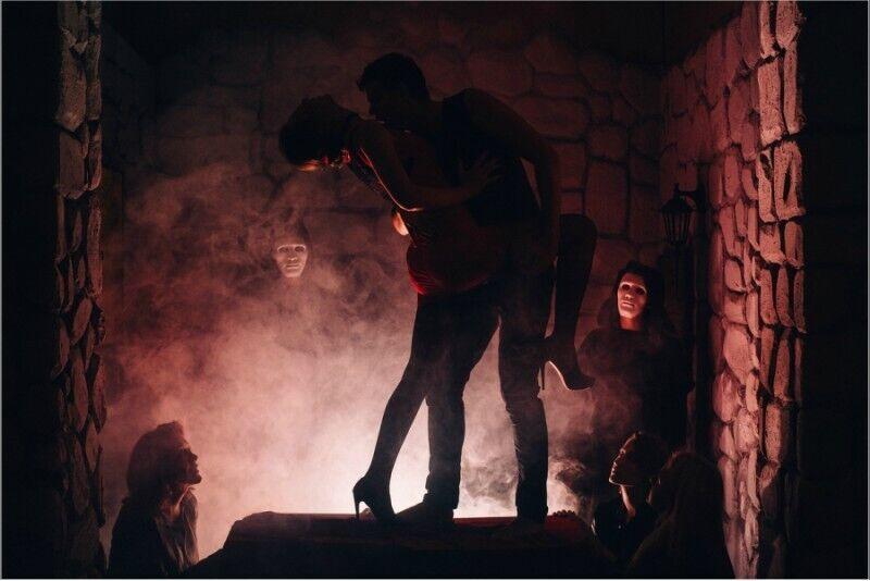 """Veiksmo žaidimas-performansas """"Mysteria"""" Vilniuje"""